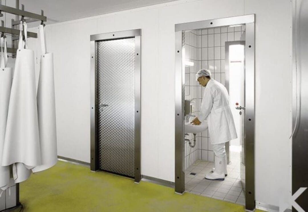 How to Ensure Correct Door Use in Hygiene-Controlled Areas